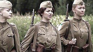 Russische Berühmtheit in Uniform